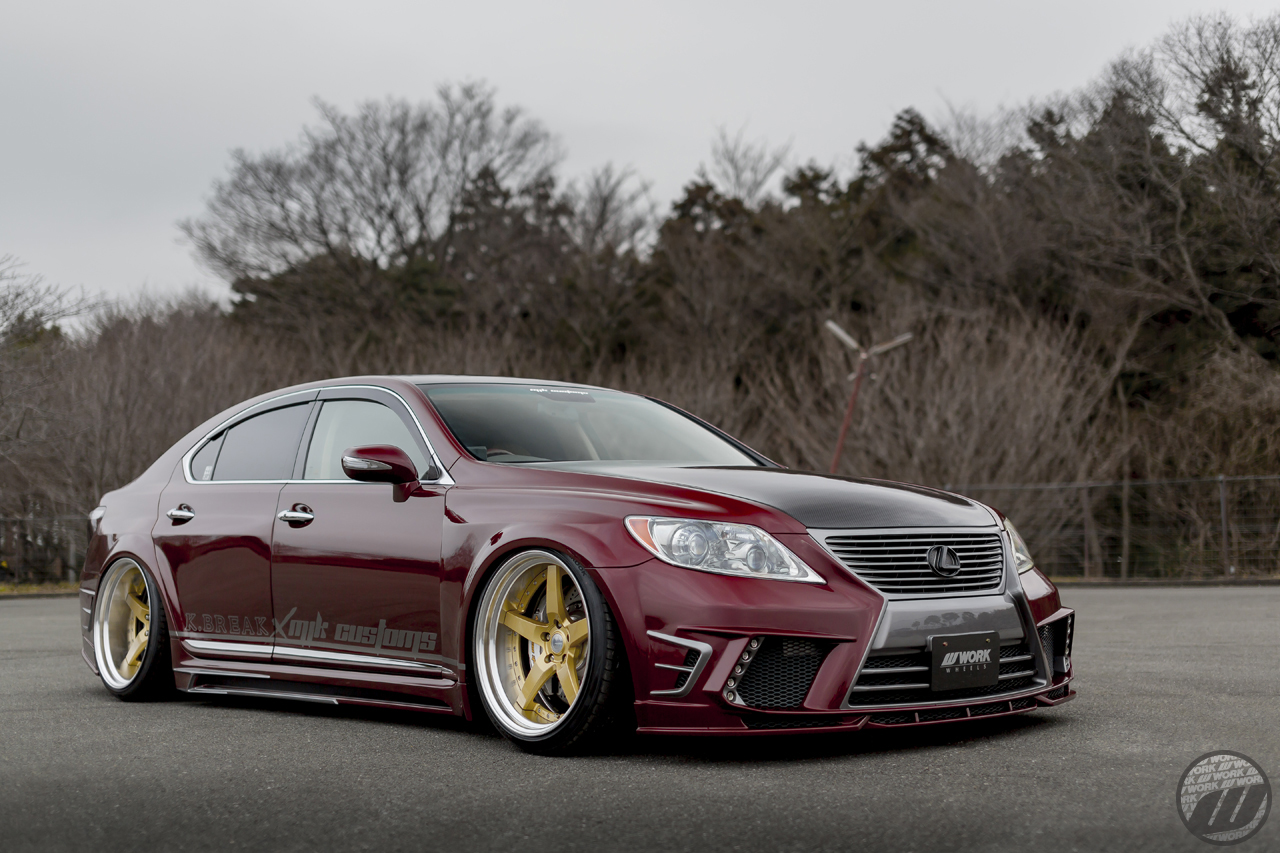 MJK CUSTOMS Lexus LS460 on WORK Gnosis GR203 in Gold (GLD) – Photo by WORK Wheels Japan