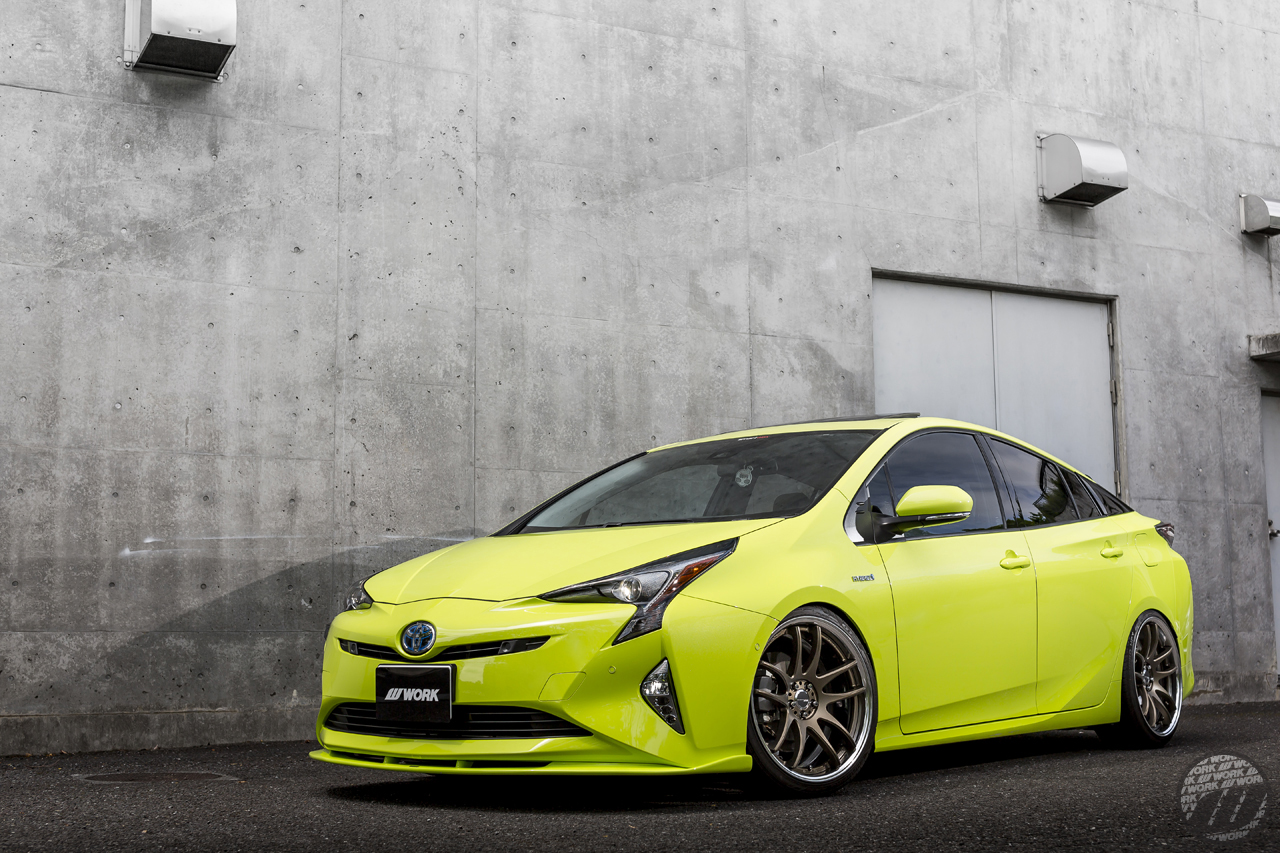 SOUND CONNECTION Toyota Prius on WORK Emotion CR2P in Bronze (AHG) / T7R2P in White (WHT) – Photo by WORK Wheels Japan